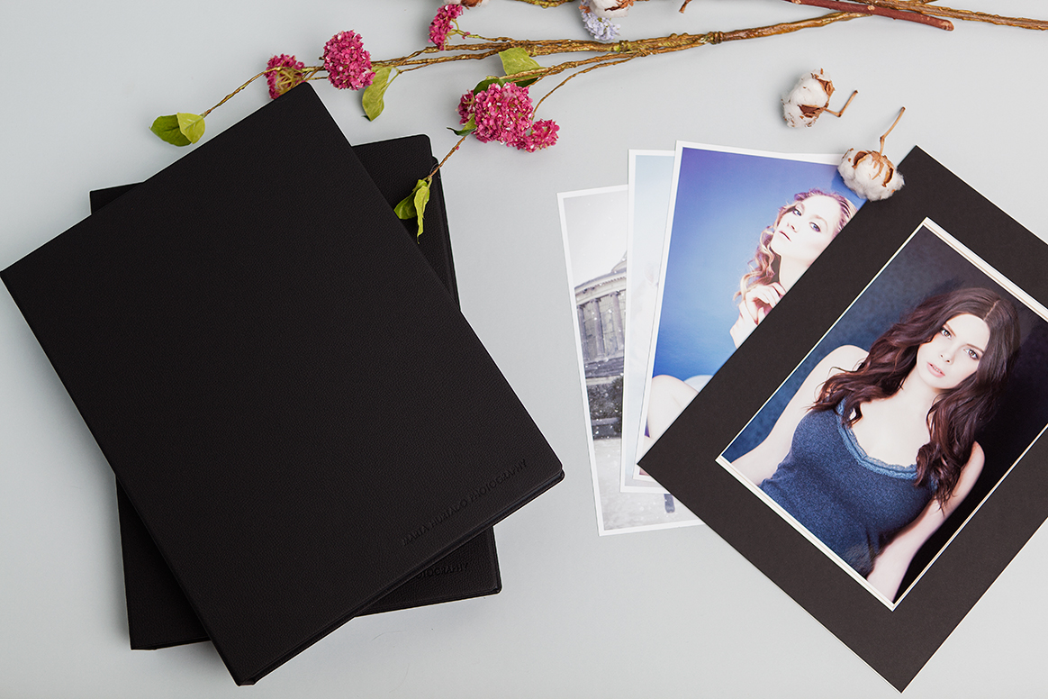 graphility-Marta-Hurtado-Contemporary-Portrait-Photography-Brussels-Portfolio-box-faux leather